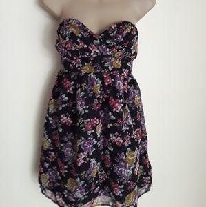 Dresses & Skirts - Floral Chiffon Sun Dress M